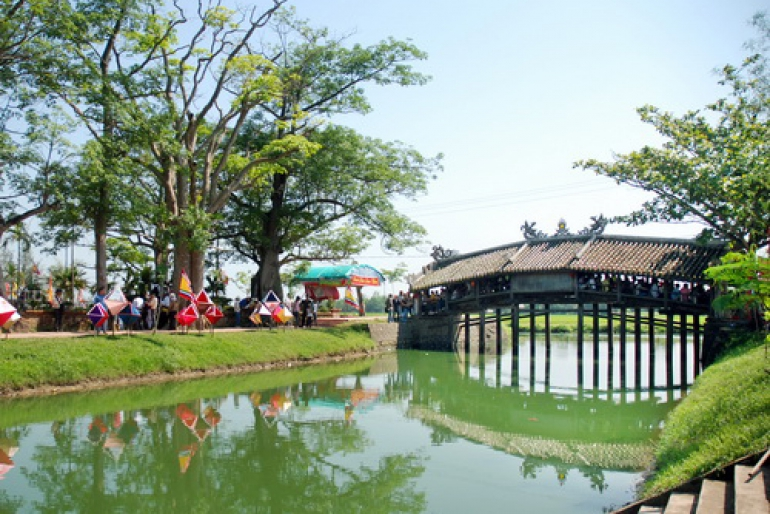 Center And Suburban City Areas Tour  - Foody Tour - Special Vietnamese BBQ